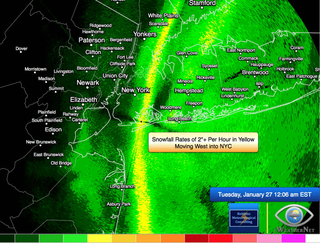 Snowfall rates > 2 inches per hour moving west into New York City at midnight on the morning of Tuesday, January 27